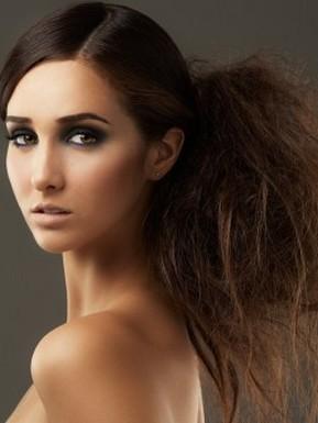 Прически на длинные волосы 2013 отличаются простотой и способностью...